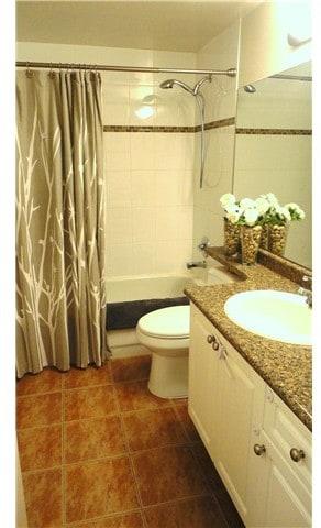 one bedroom condo fraser bathroom